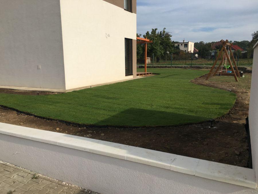 Kobercový trávnik – Brestovany